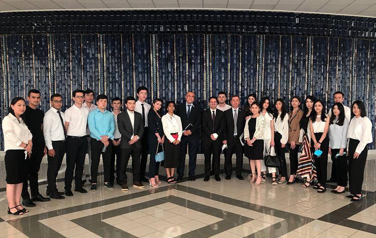 Students visiting Uzbekistan Parliament