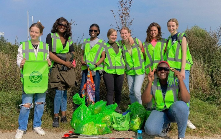 Leiden students during World Cleanup Day