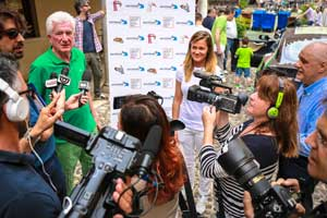 Carolina Bianchi and her father answer press questions during the global trip