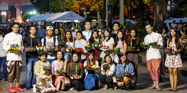 Thailand students participating in the Loy Krathong festival