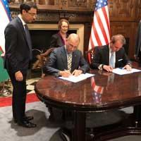 Provost Schuster signs an agreement with the Republic of Uzbekistan