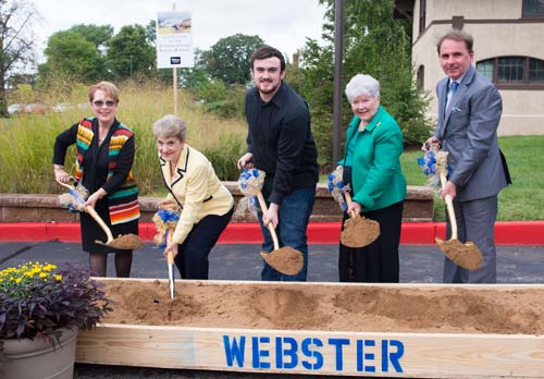 Webster donor Jinny Browning (second from right) at the groundbreaking for the Interdisciplinary Science Building (ISB), which will triple the number of science labs on campus and support greater academic collaboration.